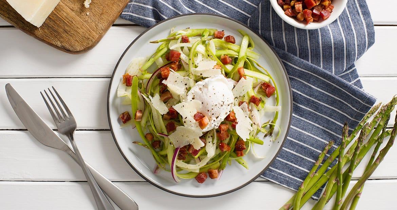 Salade de fenouil et d'asperges avec pancetta croustillante