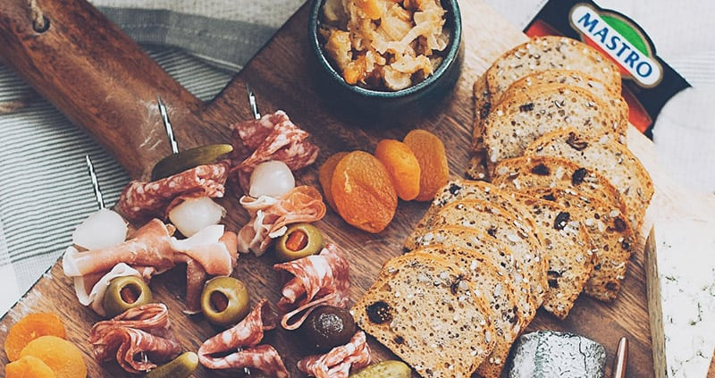 How to create an elegant charcuterie spread #mastroyourholidays?